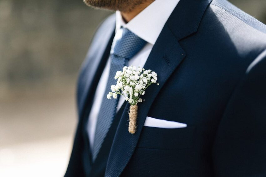 kék öltöny